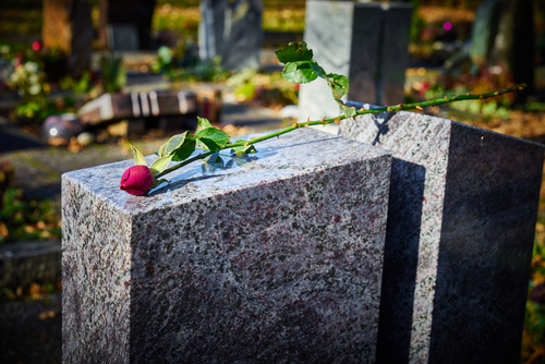 headstone-with-rose